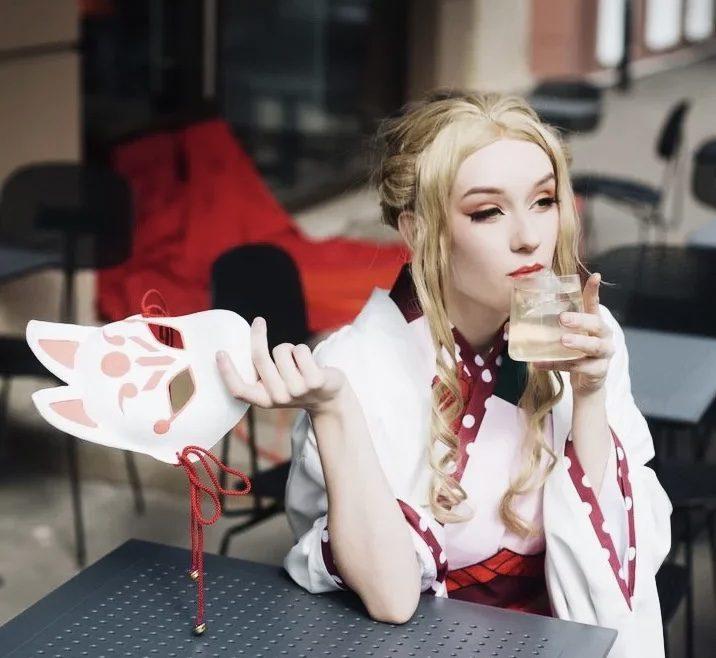 Где пить коктейли этим летом: самые красивые напитки в барах и ресторанах Москвы