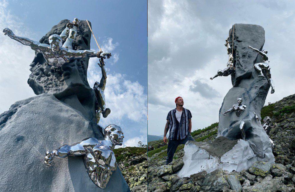 Памятник туристам из группы Дятлова установили в горах Северного Урала
