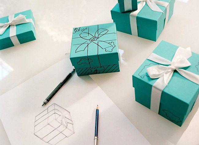 Новый аромат от Bvlgari, часы Gucci и Casio, коллекция для зимнего отдыха от Dior, автомобильные колеса Supreme и кроссовки Джейса Бонда: обзор модных новинок сентября